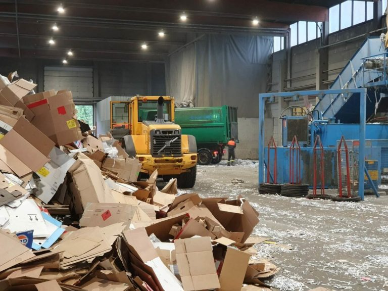 Kierrätysmateriaalien lajittelu ja kuljetus